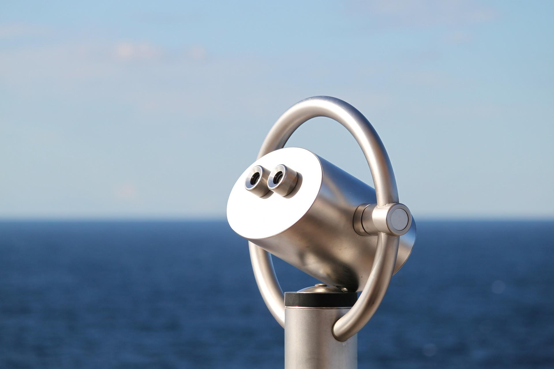 Periskop vor einem Meereshorizont
